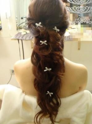公主头编发马尾,精心打造但又不着痕迹的清雅风格正是韩式新娘脱俗