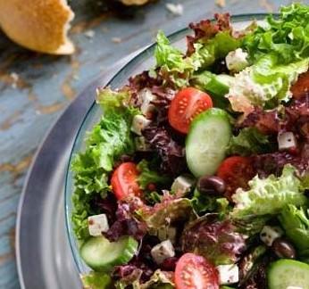 自己动手做沙拉:制作蔬菜沙拉