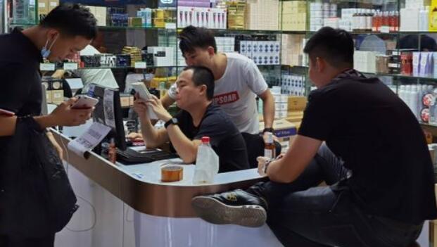 在深圳全球最大的电子产品市场进行了化妆品改造