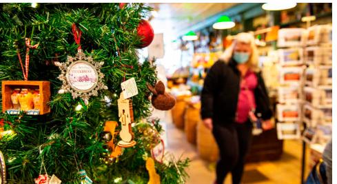 根据国家零售联合会发布的数据 假日零售额比2019年增长