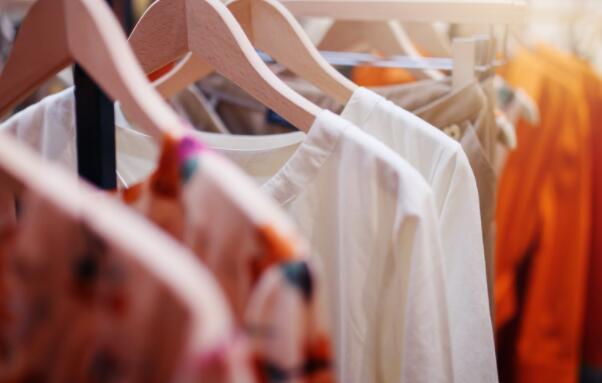 这家颠覆性的科技和服装公司发展壮大-2021年的增长能继续吗?