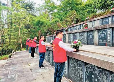 霹雳州曼绒古田墓地祭扫