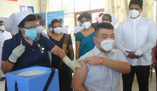 斯里兰卡中间康提、中西部力特烈希和南边汉班托塔的三个打疫苗点