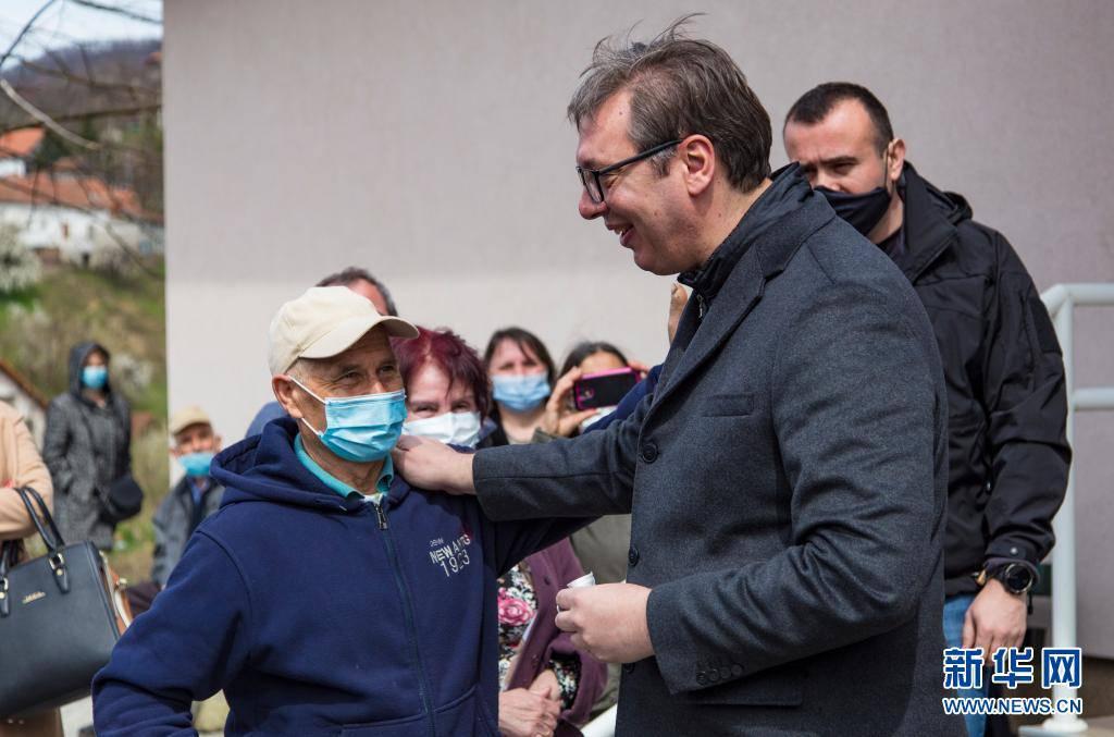 马伊丹佩克市鲁德纳格拉瓦村卫生防疫站打疫苗第一剂我国国药控股