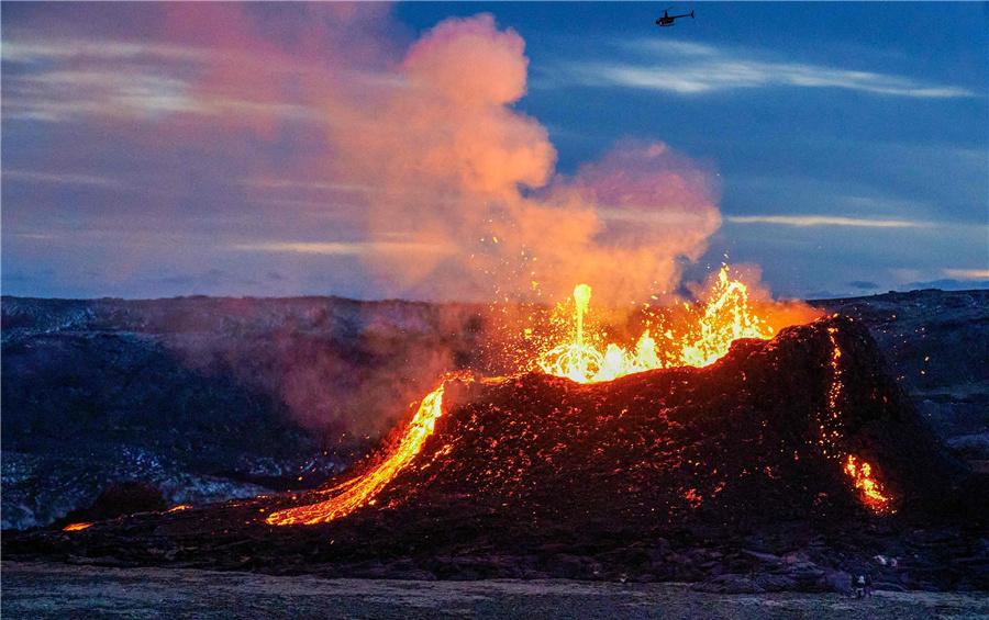 法坦斯达尔活火山不断喷涌
