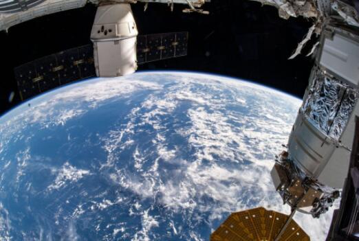在成功的NASA太空行走中安装了太阳能电池阵列
