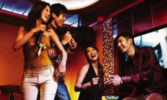 年轻人在放假的时候,如果闲得无聊可以和朋友去KTV唱唱歌
