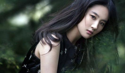 刘亦菲的颜值在女明星当中算是很高的,但出演的作品却很少